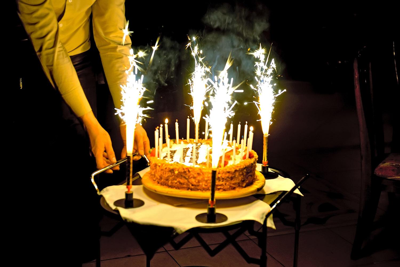 объявления живая картинка торт и свечи хайям
