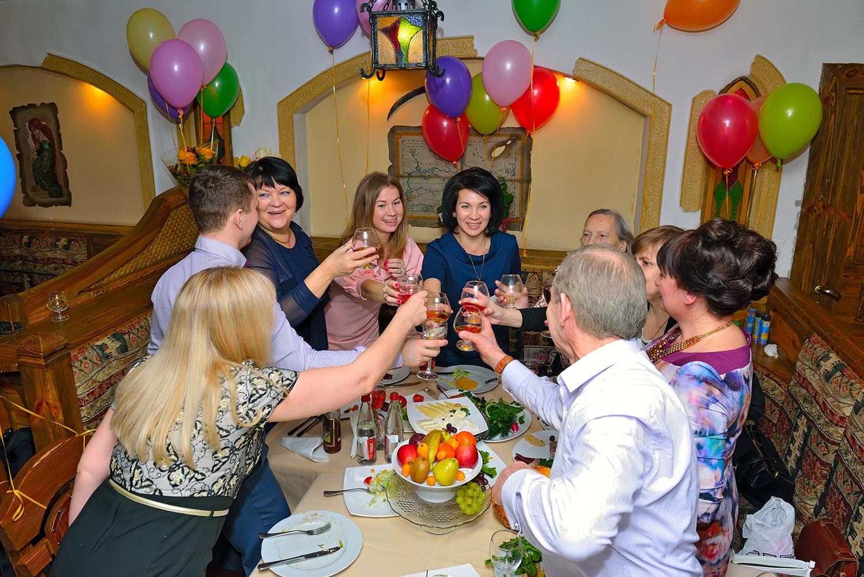 Застольное поздравление с участием гостей